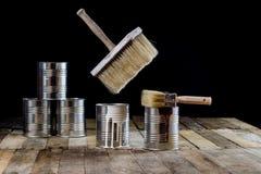 Pode da pintura e da escova pendurar no ar Escova de pintura e pintura Fotografia de Stock