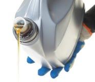 Pode o petróleo do motor de automóveis isolado no branco Fotografia de Stock