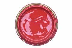 Pode a tampa com a pintura vermelha isolada no fundo branco fotografia de stock royalty free