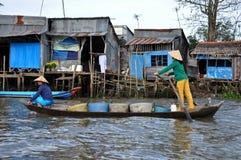 O mercado de flutuação do Cai Rang, pode Tho, delta de Mekong, Vietnam Imagens de Stock
