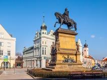 PODEBRADY, REPÚBLICA CHECA - 26 DE FEBRERO DE 2018: Estatua ecuestre de George de Podebrady, Jiri z Podebrad, en Podebrady Fotos de archivo libres de regalías