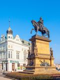 PODEBRADY, REPÚBLICA CHECA - 26 DE FEBRERO DE 2018: Estatua ecuestre de George de Podebrady, Jiri z Podebrad, en Podebrady Foto de archivo