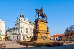 PODEBRADY, REPÚBLICA CHECA - 26 DE FEBRERO DE 2018: Estatua ecuestre de George de Podebrady, Jiri z Podebrad, en Podebrady Fotos de archivo