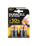 poder de Duracell de 4 paquetes más las pilas AA Fondo blanco Fotos de archivo libres de regalías