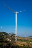Poder de Eco, turbinas eólicas que geram a eletricidade, energ renovável Imagem de Stock Royalty Free