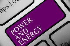 Poder e energia do texto da escrita Da indústria elétrica da distribuição da eletricidade do significado do conceito o botão ener imagem de stock royalty free