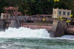 Poder hidroeléctrico de la presa de Leaburg Imagen de archivo libre de regalías
