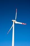 Poder que gera a turbina eólica Foto de Stock