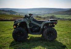 Poder-son ATV en una granja de la altiplanicie en la York del norte amarran fotografía de archivo libre de regalías