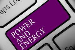 Poder y energía del texto de la escritura El botón enérgico del teclado de la industria eléctrica de la distribución de la electr imagen de archivo libre de regalías