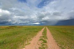 Podeszczowe burz chmury zbliża się Serengeti sawanny równiny przy Serengeti w Tanzania, Afryka fotografia royalty free