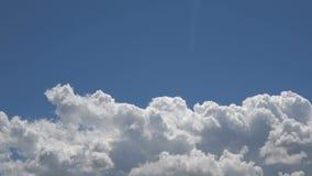 Podeszczowe chmury W B??kitny Czysty nieba time lapse zbiory wideo
