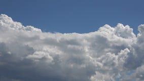 Podeszczowe chmury W B??kitny Czysty nieba time lapse zdjęcie wideo
