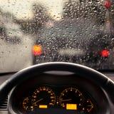 Podeszczowe kropelki na samochodowej przedniej szybie Obraz Stock