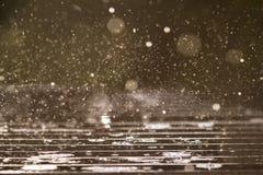 Podeszczowy chełbotanie na stole na deszczowym dniu zdjęcie stock
