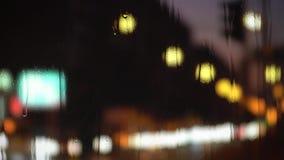 Podeszczowy koloru bokeh od świateł samochód rozlazły tło zdjęcie wideo