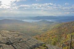 Podeszczowy mgły I jesieni ulistnienie Fotografia Stock