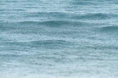 Podeszczowy spadać na morzu Zdjęcia Stock