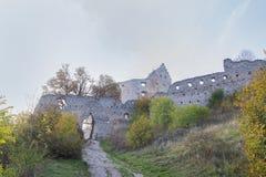Podhradie caslte在秋天的斯洛伐克 秋天场面 库存照片