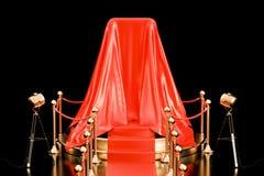 Podiet med smartphonen täckte den röda torkduken, presentation av ny ph arkivbilder