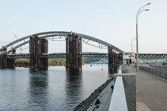 Podilsko-Voskresenskyi桥梁在Kyiv 库存照片