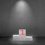 Podio concreto con el número 1 en él y luz del punto Imagen de archivo libre de regalías