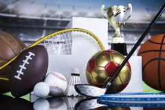 Podio di sport, tazze del premio dei vincitori Immagine Stock