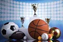 Podio di sport, tazze del premio dei vincitori Fotografie Stock
