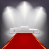 Podio iluminado de los ganadores del negocio con rojo Foto de archivo libre de regalías