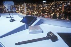 Podium młoteczek przy 2000 Demokratycznymi konwencjami przy Staples Center, Los Angeles, CA Zdjęcia Royalty Free
