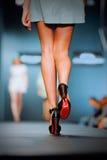 Podiume sur le défilé de mode Photo stock