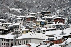 Podkaljaja, la vieille partie de Prizren sous la forteresse, couverte de neige photographie stock libre de droits