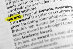 Podkreślający angielszczyzny słowa ` nagrody ` i swój definicja w słowniku zdjęcie stock