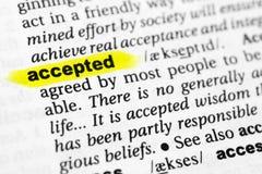 Podkreślający angielszczyzny słowo akceptujący i swój definicja w słowniku obraz royalty free