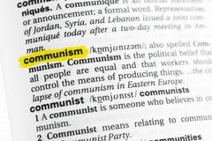 Podkreślający angielszczyzny słowo & x22; communism& x22; i swój definicja przy słownikiem fotografia royalty free