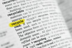 Podkreślający angielszczyzny słowo przetwarza przy słownikiem i swój definicja obrazy stock