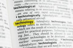 Podkreślający angielszczyzny słowo & x22; technology& x22; i swój definicja przy słownikiem Fotografia Royalty Free
