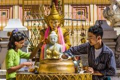 Podlewania Buddha statua Shwedagon Pagodowy Yangon Myanmar Zdjęcia Royalty Free