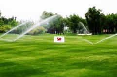 podlewanie kursu golfa, Fotografia Stock