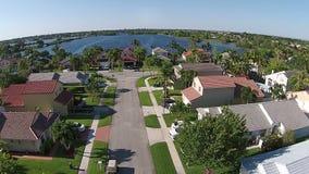 Podmiejski stwarza ognisko domowe w Floryda widok z lotu ptaka Fotografia Royalty Free