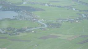 Podmokli pola w uprawiać ziemię wś Baseny i wylew kanałów rozwijać zdjęcie wideo