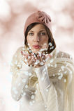 podmuchowy płatków dziewczyny śniegu cukierki fotografia royalty free