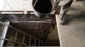 Podnosić plastikowy wiadro dla betonowego moździerza zbiory wideo