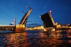 Podnoszący pałac most w Petersburg zdjęcie stock