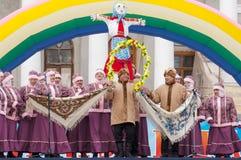 Ansamble folklorique sur une scène Image stock