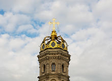 PODOLSK MOSCOW REGION, RUSSIA - JUL 14, 2015: The golden head of Znamenskaia church founded in 1690-1704 in the cloudscape and Stock Photo