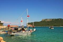 podpalanego morza śródziemnomorskiego mali jachty Fotografia Stock