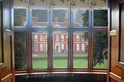 Podpalanego okno rezydenci ziemskiej domu widok Fotografia Royalty Free