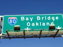 Podpalany Bridżowy Oakland znak Obrazy Stock
