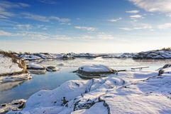 Podpalany fjord zakrywający w lodzie w zimie Obrazy Stock